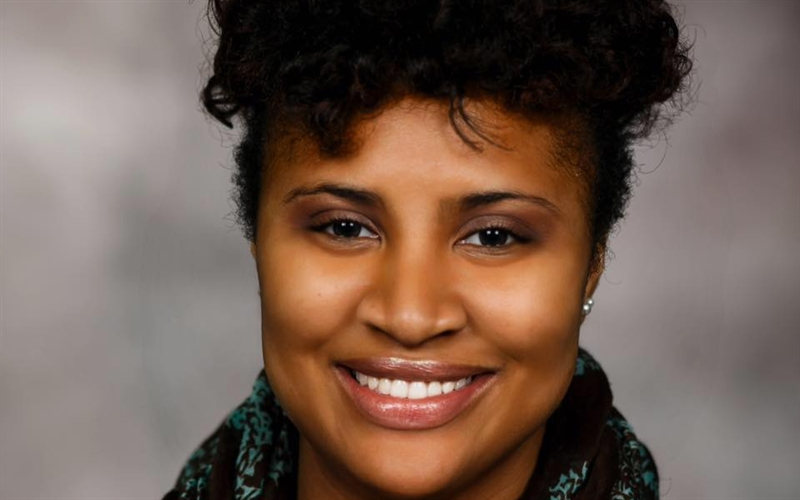 Roosevelt University student and resident wins Social Justice Award for work in community.